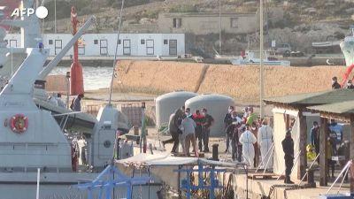 Migranti:sbarchicontinui a Lampedusa,1.200 in hotspot