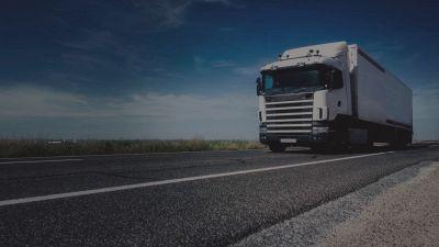 Camionisti pagati fino a 3000 euro, ma ne mancano migliaia