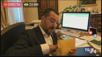 """Salvini è indagato, """"Ma non mi fermo"""""""