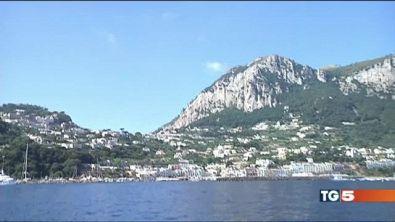 I migranti a Capri? Mandateli a Ischia!