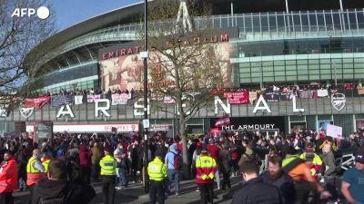 Superlega, in Inghilterra si protesta ancora: i tifosi dell'Arsenal contro il proprietario