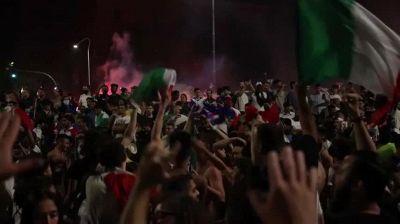 Europei, i festeggiamenti a Brescia: piazza della Repubblica invasa dal Tricolore