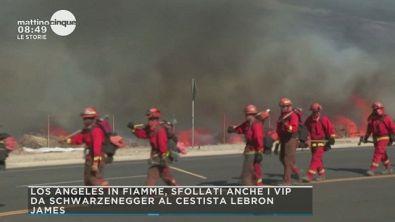 Incendi a Los Angeles: sfollati anche i vip
