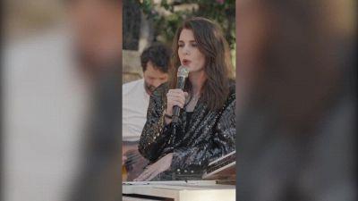 Charlotte Casiraghi canta per Chanel