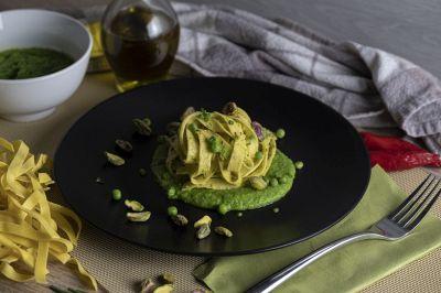Tagliatelle con pesto pistacchi