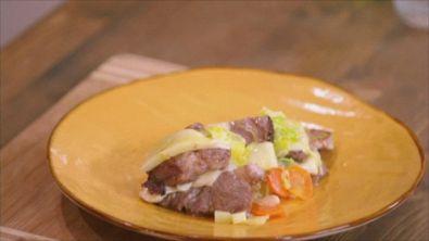 Collo di maiale con formaggio e carciofini