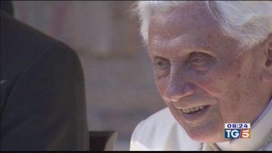 Benedetto XVI ritira la firma dal libro