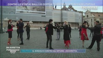 Covid-19, Roma. Contro lo stop ai balli di coppia: flash mob in piazza del Popolo,
