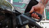 Bollette e auto elettriche: quanto costerà in più la ricarica