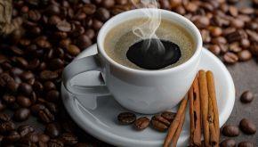 Cosa accade se bevi caffè a stomaco vuoto: 5 cose da sapere