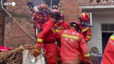 Terremoto in Cina, violenta scossa nel Sichuan: almeno due vittime