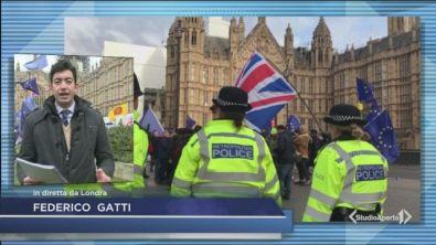 Brexit: si vota, la May trema