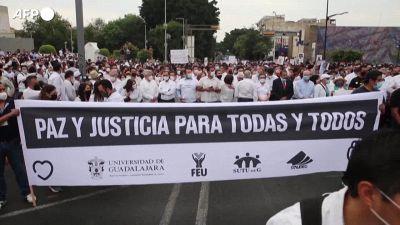 Messico, in centinaia protestano e chiedendo giustizia per l'omicidio di tre fratelli