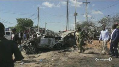 Autobomba in Somalia, è strage