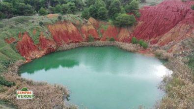 Il lago di bauxite