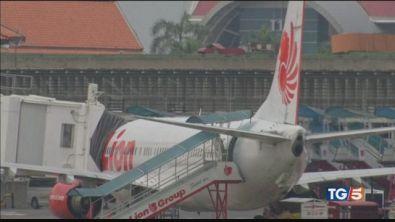 Indonesia, Boeing nuovo cade in mare: 189 morti