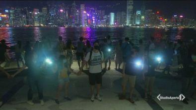 Hong Kong, catena umana di 40 km