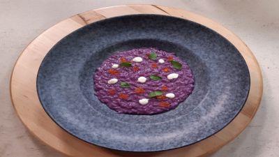 Risotto viola mantecato all'erborinato