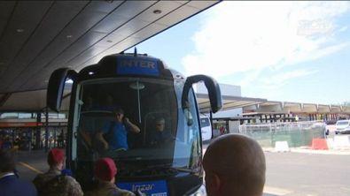 Inter, da Conte a Barella e Skriniar, selfie all'aeroporto