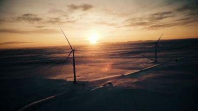 Eni accelera nelle rinnovabili e rivede al rialzo i target