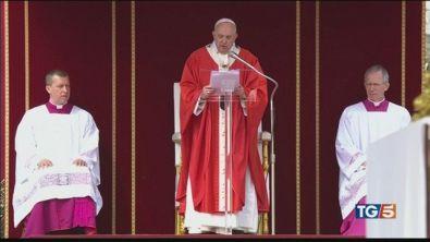 Domenica delle Palme, Papa: tacere e umiliarsi