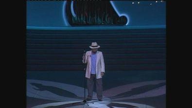 """Lucio Dalla canta """"Cuore di Gesù"""" ai Telegatti 1988"""