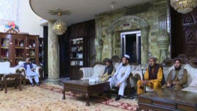 Lusso e kalashnikov, la nuova vita dei talebani a Kabul