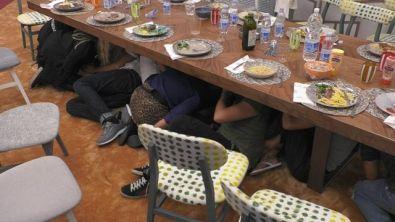 """""""Tutti sotto il tavolo"""""""