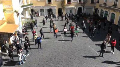 Protesta dei lavoratori del turismo nella Piazzetta di Capri