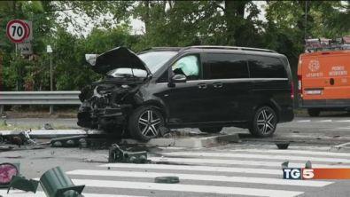 Ubriaco al cellulare uccide automobilista