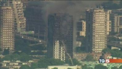 Londra, rischio incendi: sgombrati 5 grattacieli