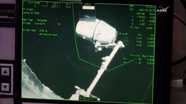 Spazio, la navetta cargo Dragon di SpaceX ha attraccato alla ISS