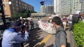 """Olimpiadi, la protesta dei giapponesi: """"Cancellatele, proteggiamo le vite"""""""