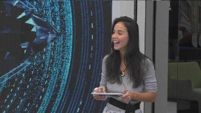 Paola Di Benedetto legge un comunicato ufficiale