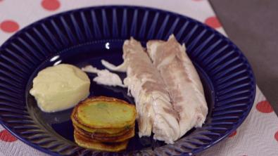 Spigola al sale con olive e tortini di patate