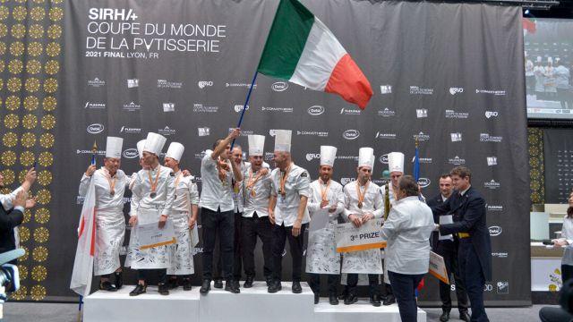 Pasticceria: italiani campioni del mondo. Il messaggio sulla torta