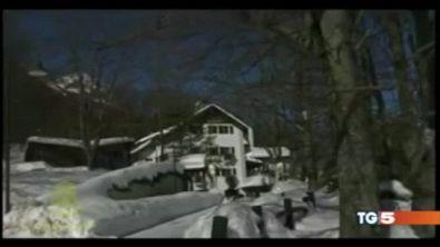 Valanga sull'hotel 30 dispersi nella neve