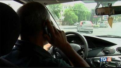 Stretta fumo e telefoni. In autostrada a 150?