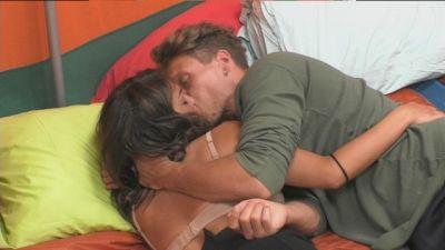 Francesca e Gennaro non riescono a staccarsi