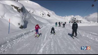 Arriva la neve sulle Alpi e riaprono le piste