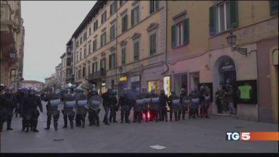 """Nuovi scontri in piazza """"ora abbassate i toni"""""""