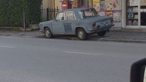 Parcheggia la Lancia nello stesso posto per 50 anni: il gesto della città