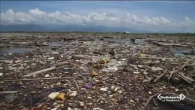 La plastica che uccide e soffoca gli oceani