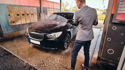 Come lavare l'auto al lavaggio self-service