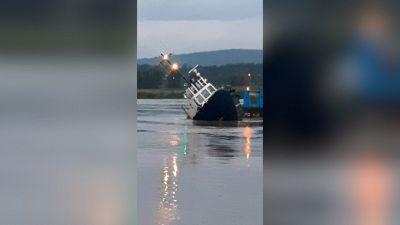 La manovra è da brividi: la nave si capovolge?