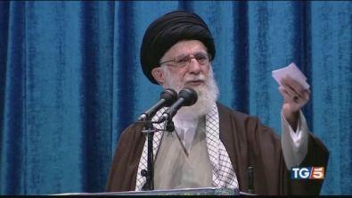 """Khamenei torna e tuona """"Trump è un pagliaccio"""""""