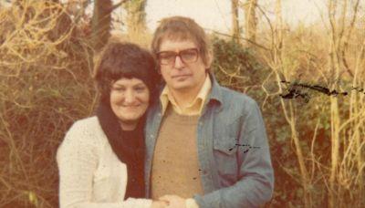 Scrive una poesia al giorno alla moglie per 25 anni