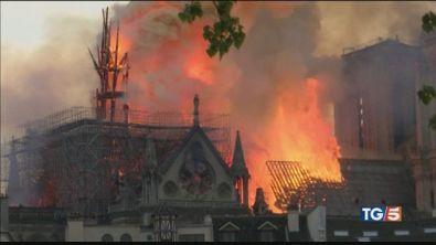 Ritorno a Notre-Dame, i benefattori frenano