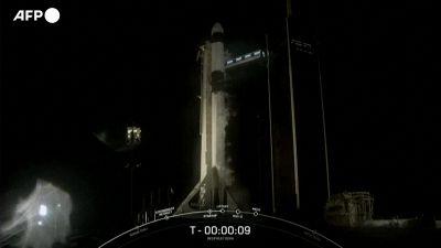 La partenza del razzo con soli civili a bordo