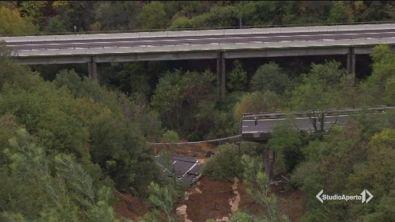 Frana sull'A6, crolla un viadotto